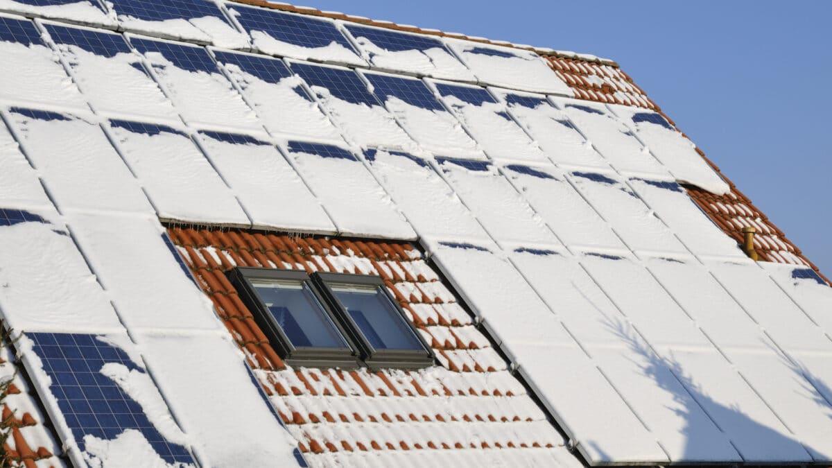 panele-sloneczne-w-zimie